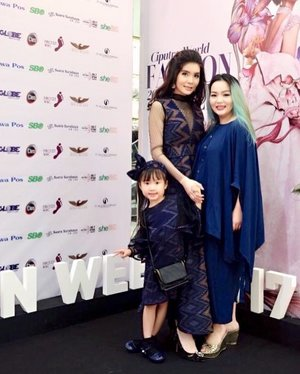 Conggratulation @ameliawidagdo for the success show tonight @interim.clothing @interim.premium 💖💖💖 Your little one is so cuteeee 💖💖💖✨ #cwfw2017 #interim2017 #interimclothing #fashion #fashiondesigner #fashionweek #ciputrafashionweek #clozette #clozetteid #beautygram #beautylover #bblog #beautyblod #beautyblogger #manicpanicnyc #pink #blue #teal #whatiwore #havingfun