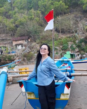 • SEPTEMBER ~ my month •  • • #celebratinglife  • • • #thankful  • • • #blessed  • • • #grateful  • • • #idontplaniplay  • • • #idontplanipray  • • • #beautifuldestinations #beautifulindonesia #yogyakarta #yogyakartaistimewa #jogjatourism #indonesia #womaninframe #clozette #clozetteid #sonya7iii #sonyalpha #discoverwithalpha #sonyphotography #beach #beachside #beachlife #beachlifestyle