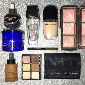 Long time no hitting any blush pan... will I this 2017? Packing some #makeup and #skincare do I need to #travellight ? Or just bringing #holygrail products 🤔🤔🤔 away for quite sometimes.. #makeupflatlay #makeuppost #guerlain #sisley #giorgioarmani #armanibeauty #viseart #nars #hourglass #marcjacob #clozette #clozetteID #Bblogger #beautyblogger #beautyvlogger #beautyyoutuber