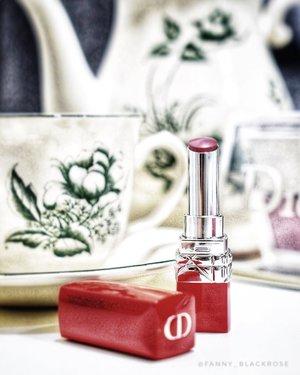 Well spent afternoon with #DiorRouge 💄  The red packaging just so gorgeous ♥️ . . . #wakeupandmakeup #dior #diorbeauty #diorlipstick #makeup #makeuptalk #makeupaddict #makeuplover #makeupartist #beautygram #beautytalk #coffeetime #coffeestory #makeupartistworldwide #makeuplover #makeupcollector #clozetteid #clozette #red