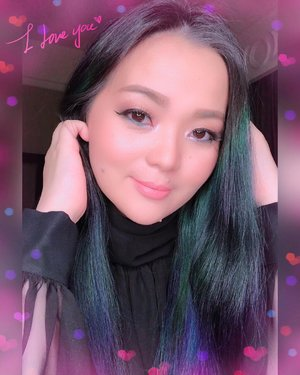 💖 New Year Eve Edition 💖 With my lovely #tomfordbeauty #fentybeauty #marcbeauty #inglotcosmetics #hourglasscosmetics #louboutinlipstick #threecosmeticsmy 😊😊😊 #makeup #makeuppost #makeupdetails #2019 #bluehair #greenhair #luxurybeauty  #sirenclothingind #beautyinfluencer #beautygram #beautyblogger #beautyful #makeuplover #makeupaddict #makeupartist #clozette #clozetteid #pink