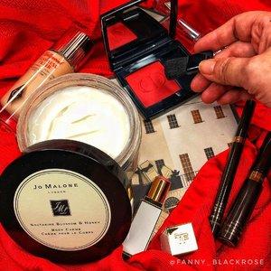 🎄♥️ Merry Christmas ♥️🎄 Beauties 🤗♥️ • • • #jomalone #jomalonelondon #jomaloneindonesia #dior #diorblush #rouge #666 #tomford #tomfordlipstick #browscluptor #espresso #clozette #clozetteid #christmas #christmas2018 #red #redseries #lipstick #luxurybeauty #wakeupandmakeup #makeuppost #makeuptalk #merrychristmas