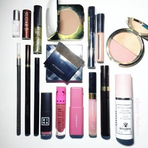 What's my May's faves? No need to think twice I just open my #makeuppouch 😁 since I almost do my #makeup #onthego everyday 😁 Many #pencils , #multifunctional #travelkit there  #sisley #tomford #becca #shuuemura #armanibeauty #chanel #jeffreestarcosmetics #hakuhodo #tomford #chanel #fresh #urbandecay #3ina #glamglow #burberry 😊👍 #wakeupandmakeup #makeupflatlay #clozette #clozetteid #luxurybeauty #mayfaves