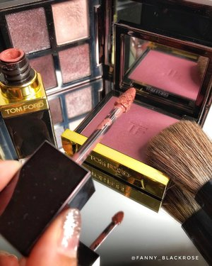 • ᴅᴀʀʟɪɴɢ • •ʟᴏᴠᴇ ᴡɪᴛʜ ʏᴏᴜʀ ᴡʜᴏʟᴇ ʜᴇᴀʀᴛ, ᴀɴᴅ ɴᴇᴠᴇʀ ʙᴇ sᴏʀʀʏ ʏᴏᴜ ᴅɪᴅ• • • • #tomford #tomfordbeauty #tomfordklcc #tomfordmy #tomfordsg #makeup #makeupart #makeupflatlay #makeuptalk #makeuppost #tomfordaddict #makeuplover #seductive #seductiverose #gratuitous #blush #blushon #makeupaddict #luxurybeauty #matteliquidlipstick #clozette #clozetteid #beauty #beautygram #motd