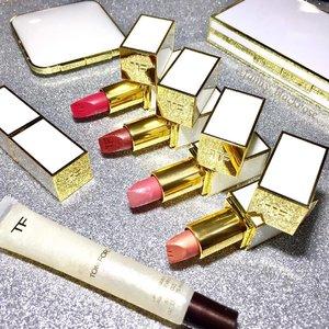#Spring #Summer #Tomford #TomfordSoleil #TomfordParadiso 😍 💖 🌸 ✨ Forget all the sadness, let's play with some #holygrail #makeup ✨ 🌸 #makeuppost #TomfordTuesday #Tomfordlipstick #idontpopmollyirocktomford #Tomfordaddict #luxurymakeup #luxurybeauty #TF 💖✨ #clozette #clozetteid #coral #skinnydip #rosesoleil #paradiso #summerfling #liplacquer #mua #idontplaniplay #sparkling #springbreak