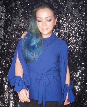 #weekendvibes 💙 #BLUE 💙TOP from @sirenclothingind 😊#mystyle #mycomfystyle #lookbooklookbook #lookbook#comfystyle #weekend #weekenders #bluehair #greenhair #fashionpost #siren #sirenclothingind #style #clozette #clozetteid #top #fashionaddict