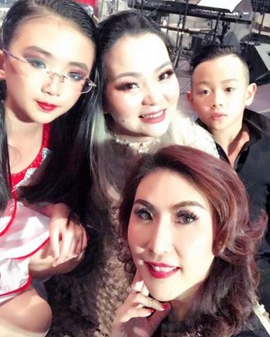 We are #proudmom 😍❤😍💖✨ our #heartisfull when seeing our children #debut as #latindancer 🙃🙂🙃🙂🙃🙂 #childhood #motherhood #grateful #gratefulheart #happy #preciousmoment #instafamily #clozette #clozetteid #aestheticdoctor #dancer #choreograper #personalstylist #makeupartist #happytime #childrenmakeup #maturemakeup #makeuppost #tomfordbeauty #selfie #selca #iphone #onstage