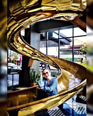• mom also want to PLAY ♥️••♥️•♥️•♥️•#slide #sliding #slider #wanderlust #momlife #gold #happy #moment #jogja #yogyakarta #artotel #positivevibes #dreamer #believer #clozette #clozetteid #blessed #grateful #thankful #idontplaniplay #idontplanipray