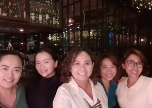 ❤️Surrounding myself with ppl who can bring more laughter on my life ❤️•••Throwback our early #christmas2020 with @skygraphersub @maherna2775 @yuliawahyuni2020 @lindisinatra Missing @dian.apriliana.dewi who was on duty out of town And @thearamli •••#ladiesnight #throwback #ladies #happyisdecision #grateful #blessed #gratefulheart #thankful #metime #idontplaniplay #idontplanipray #domicile #clozette #clozetteid