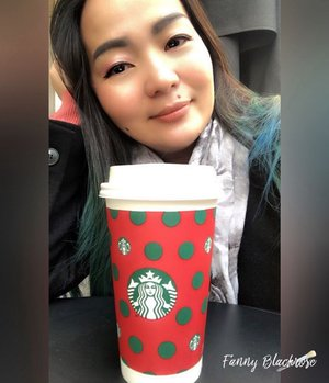 • P A U S E • 🎄• I need a break •🎄• I want my coffee •🎄#coffee #starbucks #breaktime #metime #selfie #coffeetime #selfietime #clozette #clozetteid #clozetteambassador #thankful #grateful #winterstyle #outdoor #winter #blessed #shanghai #starbucksreserveroastery #lady #woman #workingmomlifestyle #idontplaniplay
