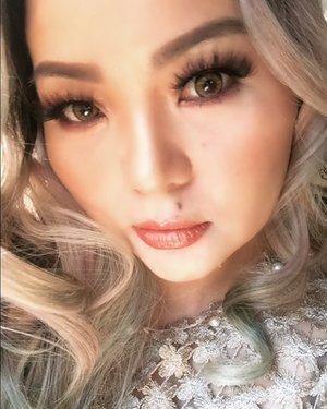 Up close and personal 😊✨ love my #carselfie today with natural light #sunlight  It is so hot actually outside #tropical #summerforever 🌞 #Dior #beauty #tomfordbeauty #burnishedamber #shuuemura #lipstick #becca #beccahighlighter  #manicpanicnyc #makeupforever #eyebrow #thewlashesofficial  #japansoftlens  #makeuppost  #makeupdolls  #makeupfool  #luxurybeauty  #clozette #clozetteid  #wakeupandmakeup  #bramantawijayapink