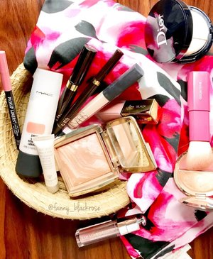 Think of #Pink #💖 . . . #makeup #makeuppost #makeuptalk #dior #thebalmid #hourglasscosmetics #nats #maccosmetics #maccosmeticsid #ysl #ysllipstick #ysltatouagecouture #yslindonesia #katespade #katespadeindonesia #katespadeid #tomford #tomfordaddict #tomfordbeauty #nature #hakuhodo #makeupbrushes #luxurybeauty #bblog #beautyblog #clozette #clozetteid