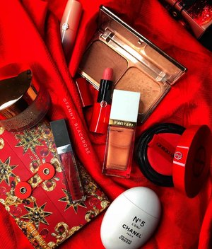 Perfect timing to play with ♥️ RED ♥️• • • • #ted #hermes #patmcgrath #patmcgrathlabs #armani #giorgioarmani #giorgioarmanibeauty #tomford #chanel #tomfordbeauty #filmstar #highlighter #threecosmeticsmy #bronzer #christmas #christmas2018 #clozette #clozetteid #wakeupandmakeup #luxurybeauty #beautygram #instabeauty