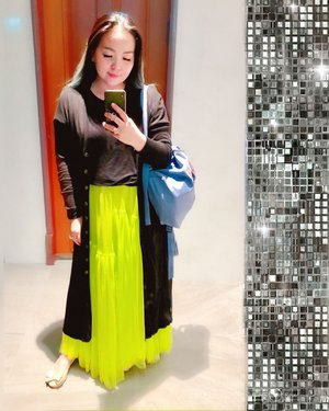 #mirrorselfie with #neon #tulleskirt from @sirenclothingind  Thank you @jennalani 💋 I feel the loveeeee 💗 • • • • • #mycomfystyle #clozette #clozetteid #tulle #mystyle #lookbook #lookbooklookbook #fashion #summer #tropical #dancerforlife #grateful #thankful #styleoftheday #ootd #singapore #colourmecolourful #mermaidlife #mermaidians #colour #playful