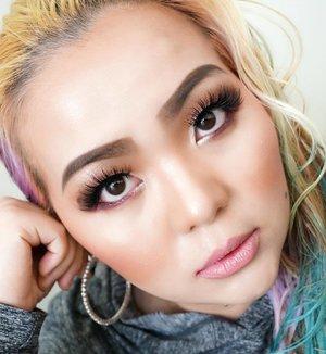 """I always find beauty in things that are odd and imperfect - they are much more interesting"" _ Marc Jacob 🖤 🌸 🖤 #Glamming my #hoodie tonight 🖤 🌸 🖤 #makeuplook #makeup #motd #makeuppost #clozette #clozetteid #indobeautygram #makeuptalk #colourmecolourful #mermaidlife #mermaidians #makeuplookbook #selfie #selca #loop #blondehair #makeupmafia #makeuplover #makeupaddict #imperfect #outofmymind"