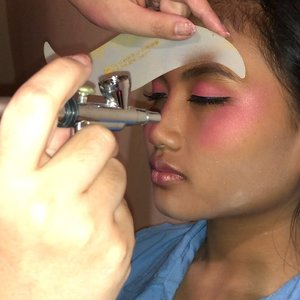 Since so many of you asking if it is possible to playing with #airbrushmakeup full face 😊💕 this is the way I Airbrush  #eyebrow with it 😊💕💫 Actually there is an eyebrow template that you could use but I prefer #freehand like this 😊💕 #makeupart there's no limitation or rules in my dictionary. Keep learning and push my limit higher as an #artist 🙏 I learn a lot from you too 😘💕 #thankyou • • • #makeupartist #airbrushmakeup #makeup #makeuppost #makeuptalk #makeuplooks #makeuptalk #airbrush #beautylover #beautyaddict #clozette #clozetteid #beautyblogger #beautygram #pink #wakeupandmakeup #makeupartistry #makeupgram #beautiful #idontplaniplay