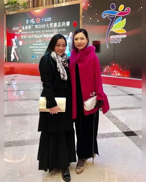 #RedCarpet moment with #Singaporean lady ♥️ • For the love of #Dancesport • #dance #dancer #danceforlife #dancerforlife #wdsf #wdsfdancesport #wdsfgrandslam #china #shanghai #clozetteid #clozette #lady #workingmom #workingmomlife #workingmomslifestyle #woman #survivor #winterstyle #gown #mystyle