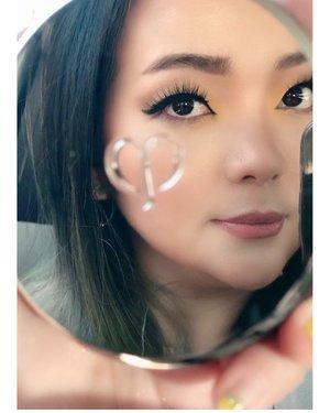 Wild hearts cannot be broken 🦋 🦋 🦋 • • • 🤹♀️ was doing my #makeup #onthego again • • • #cledepeaubeaute #cledepeaubeauteid #base #skincare #skincareblogger #skincaretalk #skincareproducts #cushionfoundation #skincareaddict #skincarelover #beautytalk #makeuptalk #clozette #clozetteid #makeupvanity #makeuplover #makeupartist #makeupaddict