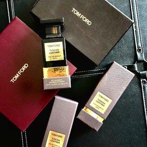 @tomford  #privateblend  #TuscanLeather ————————————————————————- Need no caption for my backupsss of backupssss ———————————————————————— #tomfordstyle #tonfordaddict #tomfordbeauty #privateblendcollection #tuscanleathertomford #tomfordmania #luxurybeauty #luxuryscents #parfume #myfave #beauty #beautygram #beautyblog #beautylover #beautyblogger #travelblog #tomfordhaul #clozette #clozetteid #aphrodite #beautyvlogger #traveller #leather