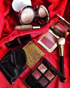 It's Spring 🌸🍃 I am ready to start  new chapter of my life ♥️ • • • #motd #honeymoon #tomford #tomfordmakeup #tomfordbeauty #bicoastal #hakuhodo #makeupbrushes #prabalgurung #maccosmetics #dior #diorbeauty #diorvalley #tomfordlifestyle #luxurybeauty #wakeupandmakeup #makeup #makeuppost #makeupflatlay #beautygram #beautyinfluencer #clozette #clozetteid #red #hermes #redseries #bloodseries