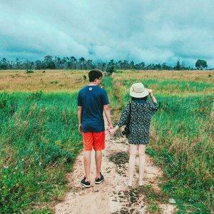 suatu tempat di perjalanan menuju Temajuk. . . . .  #cathytravelogue #cathyinkalimantan #travel #clozetteid #ivgtravel #blogger #relationshipgoals #mydadisbetterthanyours