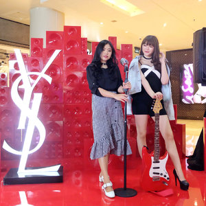 Once in a while, it's fun to step up from our comfort zone and styling differently. So here's my kind of #ootd with my twinny @ronaprmt dress up as a lady rockstar for yesterday @yslbeauty Vernis a Lerves relaunch event 🎸✨💄 I had so much at the YSL Beauty Pop Up Store, engraved my lipstick, and also finally catching up with my loveliest rockstar gang! 💋 #yslbeauty #yslbeautyid #mylipsvibes #cacatengkerxyslbeauty . . . . . . . . #selfportrait #ulzzang #clozetteid #beautyblogger #fashionpeople #beautyenthusiast #makeupjunkie #bestoftheday #beautyinfluencer #l4l #photooftheday #beauty #makeup #fashion #vscocam #styleinspiration #coordinate #asiangirl #instastyle #beautyjunkie #얼짱 #일상 #데일리룩 #셀스타그램 #셀카