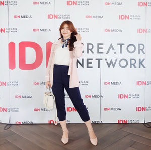 #throwingback to @idn.creatornetwork roadshow gathering in Bandung 💗 It's surely one of my most memorable moment so far, cause I have a chance to gather with all these creative yet inspiring creators ✨ Well, as you may know, I'm originally not a Bandung citizen but already stay here for a quite long time. And I'm proudly say that it was the best decision I've made, because this city continuously makes me fall in love day by day. The food, ambiance, people, scenery, culture, everything. I've experiences and learnt so much things in here which I truly grateful for that. So it's kinda sad to counting the days for me to leave this city, soon as I finished my study 🌃� Well people might go, but memories will stay forever. Gotta keep the journey in my heart and will always proud to call myself as a part of @bandungbeautyblogger 🙇��♀�........#clozetteid #ootd #ulzzang #ootdasian #fashion #beauty #makeup #whatiwore #stylehaul #instafashion #lookbookindonesia #tampilcantik #fashioninspiration #beautybloggerindonesia #selfpotrait #fashiongram #stylediaries #beautybloggers #indonesiabeautyblogger #makeupaddict #fashionpeople #fashionvibes #beautyinfluencer #얼짱 #�� #��리룩 #셀스타그램 #셀카