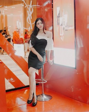 The waiting. The meantime. The in-between. It all serves a purpose. Trust your process, even the delay and detours. To shine your brightest light is to be who you truly are 🌹 | Taken by @budiartiannisa from the previous @yslbeauty Pop Up Store ✨ . . . . . #outfitoftheday #ootd #inspiration #yslbeautyid #womenfashion #fashionistas #elegant #instastyle #beautyenthusiast #clozetteid #photooftheday #beauty #makeup #fashiongram #beautycontentcreator #beautycommunity #beautyinfluencer #asianblogger #stylediaries #얼짱 #인스타패션 #패션스타그램 #오오티디