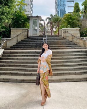 Slowly but sure, as long as you don't stop, you'll see a progress. And maybe it will ended up better than what you expected. Everything will work hard in the right way, at the right time ✨🌻 . . . . . #proudtowearbatik #batikootd #betawiculture  #beautyinfluencer #fashiongram #ulzzang #beauty #makeup #skincare #discoverunder10k #beautyenthusiast #ootd #outfitkondangan #stylediaries #photooftheday #clozetteid #fashionpeople #얼짱 #일상 #데일리룩 #셀스타그램 #셀카 #인스타패션 #패션스타그램 #오오티디 #패션