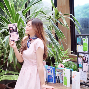 Hello girls! 🙋🏻♀️ What's your favourite sheet mask? I love everything related about Korean skincare and sheet mask is a must have item to complete my skin care regime. And now my eyes goes to @mediheal_idn that everyone talk about recently as 'the best korean sheet mask' ✨ After a long time of curiousity, I'm glad finally had a chance to try them and know the secret behind this popular sheet mask! Thanks to @beautyjournal @sociolla I'm starting this productive day with Yoga session and sharing session with #MedihealIndonesia. Ps: as a Kpop lover, I can't hide my excitement when saw their collaboration with @bts.bighitofficial 💛💝 Catch up the full review about their variant of mask soon on #coloredcanvasdotcom . . . . #INSTANTSKINBOOSTER #sociolla #beautyjournal #sociollabloggernetwork #selfpotrait #ulzzang #bloggerevent #beautycommunity #makeup #skincare #beauty #jakartabeautyblogger #clozetteid #beautybloggerindonesia #beautyinfluencer #얼짱 #일상 #데일리룩 #셀스타그램 #셀카