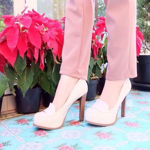 Take a breath and brace yourself, the journey of a thousand miles begins with a single step 👠 #ClozetteID #COTW #Shoefie #ShoeSelfie