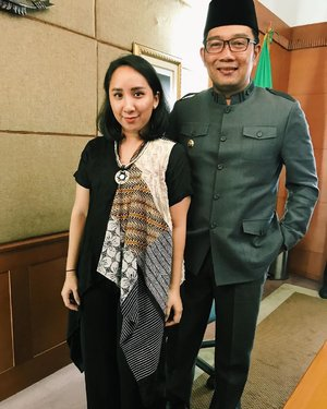 I am so happy to have the opportunity to hear his vision and to be able to have this photo taken with Mr. @ridwankamil (Governor of West Java  provinces). Supporting you all the way!  #speechless #clozetteid #ridwankamil