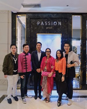 All smiles at @passionprive event held in @plaza_indonesia. Congratulation on the beautiful jewelry store, we had a splendid time at the event, it was filled with beautiful and successful woman and surrounded by many variety of amazing jewelries . I would like to say thank you to Mrs. @airyntanu and Mrs. @yudhiharijono for inviting us, the event was spectacular and intimate. Last but not least, thank you @pierrepng for being so kind and humble to us, i am a huge fan of CRA, and i adore Astrid and Michael scene and i think a lot of people can relate to that situation, you capture the emotion of your character perfectly . #passionprive #jewelry #crazyrichasians #clozetteid