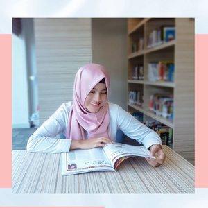 Membaca memberikanku banyak Inspirasi 📚Salah satu yang menjadi hobiku adalah dengan baca buku. Dengan baca buku, memberikan aku banyak pengetahuan baru yang sebelumnya belum aku miliki, menambah kosa kata dan diksi dari setiap kata, mendapatkan inspirasi dan membuat pikiranku menjadi open minded.Membaca selain menjadi hobi yang positif dalam mengisi waktu luang juga membuatku mengetahui persoalan ataupun kehidupan belahan dunia lain maupun masa lampau meski aku tidak melihatnya sendiri.Membaca buku melatih pikiran agar bisa memandang secara lebih luas dan terbuka karena menyerap informasi tidak dari satu perspektif saja. Melatih diriku untuk bisa melihat sebuah permasalahan dan perbedaan yang ada dengan berbagai sisi, sehingga aku tidak mudah menjustifikasi ataupun menyalahkan orang lain.Ini cerita singkat tentang Abel dan salah satunya hobiku yaitu membaca buku, kalau hobi kalian apa nih Sobat? Share dikolom komentar ya 🤗@indahnadapuspita #INPGiveaway#ClozetteID #Clozetteambassador #clozettestar
