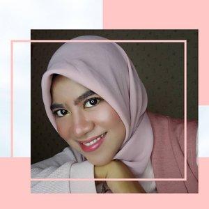 Weekend selfie 🤳Selamat menantikan hari Minggu besok 😊Malam minggu pada nonton apa nih?Ada yang nonton Drakor Start Up gak nih gaes?Kalian Tim Han Ji Pyeong atau Nam Do San nih?Komen dong di bawah👇Kasih alasannya juga ya 😁...#ClozetteID #Clozetteambassador #Clozettestar #Clozetteindonesia#beautybloggerindonesia #hijabinspired