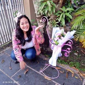 Buat kalian yang pengen custom furniture lucu dan gemash, bisa lihat2 dan order di @bengkellasberkahpku 😍 . Kaya pot flamingo punya aku ini, mungkin bakal jadi properti foto buat next shoot kali yah hihi 😄 Suka banget langsung nambah suasananya summer tropical gitu gengs 🌞🌸 . Cuss aja kepoin @bengkellasberkahpku yaah! . . . . .  #bloggerpekanbaru #pkubeautyblogger #beautybloggerpekanbaru #IDskincarecommunity #clozetteID #BloggerPerempuan #charisceleb #interiordecorating #flamingo #cutefurniture #bengkellas #bengkellaspekanbaru #furniturepekanbaru #interiorpekanbaru #rumahpekanbaru