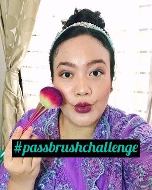 Akhirnya ikutan #PassBrushChallenge bareng teman2 dari @pkubeautyblogger 😄💕 Jadi karena kita #DiRumahAja, mari tetap berkarya wkwk (habis itu mager lagi) 😂 .Ini dia mereka, kali aja mau kenalan juga hihi 😍@fivit_husein @mutmuthea  @tamioktari @carlcarel @aulawl dan special thanks buat @dwiristiwanti yang bikin video ini tambah kece 🙏🏻.Tetap sehat semua ya gengs! .#pkubeautyblogger #bloggerpekanbaru #passthebrush #pastthebrushchallenge #dirumahsaja #tiktokchallenge #tiktomakeup #kbeauty #koreanmakeup #tutorialmakeup  #tutorialmakeupkorea #tampilcantik #ivgbeauty #viralvideo  #makeuptutorial #acneskin #makeupideas #tipskecantikan #ragamkecantikan #ClozetteID