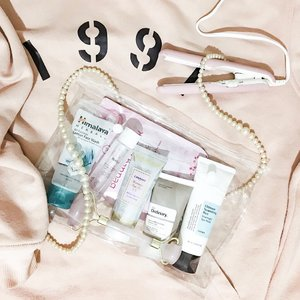 My first #transparentbag attempt featured skincare I bring along during travel✨✨ ofc, tube packaging is a win-win🙌🏻 〰️ 🍭#himalayaherbals oil control lemon face wash - I encountered this facewash because I forgot to bring my cosrx low ph good morning to my hometown. I grab this after I read in Reddit that it's gel cleanser, non stripping and low pH! it's easier to get than cosrx here . 🍭#huxley secret of sahara extract it toner- at first, the fragrance is overwhelming. every time I use this, the smell is occupying my whole room. but over time, Huxley smell grows on me . 🍭#theordinary natural moisturizing factor+ HA - it has thick consistency that has matte finish on your face. It's the only moisturizer in tube packaging on my stash . 🍭#canmake mermaid skin gel UV (DC)- it has kind of wet finish but it dries fast. It's hydrating and doesn't feel greasy . 🍭#cosrx ultimate nourishing rice overnight spa mask - perfect hydration boost to give a healthy glow when you don't have much time to sleep during short trip . 🍭rohto mentholatum beauty mask - sheet masking on plane is a thing! . . 〰️ during travel, I prefer to keep my skin well hydrate by sticking to hydrating and moisturizing products. So, I don't bring serum nor acids. What about you? Do you bring bottles on trip? . . . . #skincarecommunity #abcommunity #skincareaddict #skincarejunkie #abskincare #abbeatthealgorithm #rasianbeauty #asianskincare #skincareroutine #clearbag #clozetteid #skincare