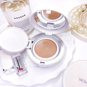 #Troiareuke is originally an aesthetic skincare brand. it provides personalized prescription skincare products, also makeup including A+ and H+ Healing Cushion. I'm really excited to try it since it was @joankeem and @edweird0 2018 make up favorite.� � Contains titanium diozide, zinc oxide and octinoxate for UV protection, niacinamide and adenosine for anti aging and centella asiatica extract to soothe sensitive skin. � � #H+ provides long lasting moisture for dry-aging skin, while #A+ claims to provide perfect coverage, oil control and matte finish.� � ➕minimalist, clean design� ➕average thick, not too bulky and sturdy case� ➕light enough to carry around � ➕standard size puff, rounded shape, come with refill � ➕There is a little to no different wearing A+ and H+, both dries down to satin finish, A+ becomes matte (but not dead matte) through the day� ➕Excellent oil control� ➕doesn't look patchy as it wears down.� ➕can be worn with or without powder� ➕it looks quite light on me at first but it dries down with oxidation� ➕brightening and pore blurring effect� ➕longevity up to 6hrs� � ➖Only available in two shades: C21 (pink undertone) and C23. I'm around NW15-20 in mac� ➖low coverage, doesn't cover blemish how much I build it up� ➖the puff absorbs too much product� ➖refill is not available� ➖the lid to place the puff on feels loose� � I'm not surprise that it becomes Joan and Edward's fave! It's pretty light and natural looking to use everyday, my friends keep commenting on how good my skin is while wearing it.  The puff is kinda disappointing and the names A+ H+ are too confusing😅 Both aren't too different on skin, so just choose one I guess! I'd be great if only the shades were more diverse. What's your favorite cushion?� 〰�� 🛒You can buy TROIAREUKE CUSHION at my Charis Shop� https://hicharis.net/kamu_skincare/gyv (link in bio)� � � � ⬇�BAHASA INDONESIA⬇�� #CUSHION #OILY #DRY #SKIN @hicharis_official @charis_celeb #makeupcommunity #makeupaddicts #beautycommunity #makeupjunkies #makeup #beautyproducts #beautyroutine #skincareblogger #makeupreview #beautybloggerindonesia #clozetteid #abcommunity #makeuproutine #instaskincare *PR/gifted