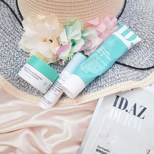 My #FriyayFaves by @the__glow__girl✨🖐Time for review...ID AZ Dermastic Micro Cica + BalmA Korean product, has a bit thick texture but absorbs and spreads well. Star ingredient is Centella Asiatica, I love this ingredient so much. Centella Asiatica has another name, Gotu Kala or tiger grass. This name comes from the habit of tigers rubbing their scars on the Centella Asiatica grass after fighting. Centella Asiatica (Cica) is also safe for sensitive skin..I've used this cica balm. What I feel when using this cream is the soothe effect, also maintain moisture for my skin. When my skin is feeling red/ itching because of hormonal acne I usually use this cream at the end of my PM skincare. Although the concentration is a bit thick, but it doesnt cause my face to be more oily in the morning..The packaging of this balm in my opinion is simple and practical. Hygiene is better maintained because of the packaging. It doesnt have a list of ingredients in English. In the ingredients list there are Dimethicone and essential oil (EO) such as citrus. However, as long as I use this I feel fine. Unfortunately I have to stop using this product because it has expired.Whats your favorite cica product?....Thanks @idplacosmetics_indonesia for letting me try your product 🖤Untuk pembelian produk mereka bisa di @sociolla @benscrub @zaloraReview bahasa Indonesia di kolom komentar 🖐..#clozetteid #soconetwork