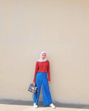 Hus hus husLelah aku mendengar kalian bicara,Berbisik seakan kalian yg paling benar.Mencela tanpa hentiMengkritik tanpa arti....#spoetri #clozetteid #fashion #style #poem #clozette #fashion #hijab #modes #blogger #style #hijabfashion #hijabdaily #life #photogram #fashionoftheday #OOTD