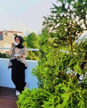 Gue paling suka apa?..Baca buku sambil minum kopi, sendirian. Sesederhana itu,sih...Dimana?..Kalau bisa sih, move dari kota besar  ya...Kenapa?..Mumet iih, rame banget...Yeee, itu sih. Lo-nya yg ga suka keramaian...EmangSEKIAN...#clozette #clozetteid #fashion #fashionofthedat #hijablook #fashionblogger #blogger #style #hijabfashion #hijabdaily #hope #life #photogram #OOTD #HOOTD #hijabmodesty #bloggerstyle #hijab #ootdfashion #hijabstyles