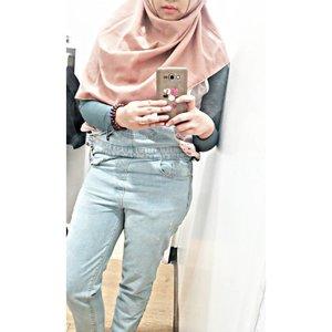 Women dress alike  all over the world  They dress to be annoying  to other women âš« âš« âš« âš« âš« #clozetteid #cotw  #HijabInFashion  #outfitoftheday  #stylehijab  #ootdindo  #photoodtheday  #indonesiacommunity  #diaryhijaber #indonesiafashion  #ootdhijab
