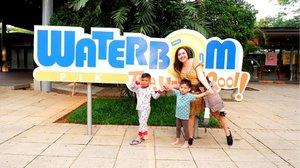 Seruuuu banget today di ajak oleh @clozetteid untuk playdate ke @waterbompik 💦Kita sekeluarga di ajak untuk explore salah satu tempat berenang ter hits di jakarta! Pas bangeeet nih buat ngisi aktifitas libur sekolah anak2.. ajak anak bermain keluar ruang spt berenang ke #waterbomPIK akan membuat anak semakin sehat tentu nya.Waterbom PIK ternyata memiliki 50 wahana atraksi air loh dan gazebo buat leyeh2 nya ada 75! Ini wahana waterpark berstandar international yg di bangun dengan konsep alam sehingga saat memasuki wahana ini terasa sejuk, rindang dan segar. Aku bakal ulas detail yaaahh mengenai fasilitas di sini sampai cara menuju wahana ini dgn menggunakan jalur transportasi umum, kamu bakal happy kalau tahu Waterbom PIK ternyata sangat mudah di akses dgn busway. Tungguin ulasan ku nanti di www.vibrievb.com 😘😘btw, pls ignore abang revan @lennysofyanni yg berenang pake pajamas🤭😆@waterbompik @clozetteid #akusudahkewaterbompikkamu?#waterbompik#pantaiindahkapuk#saatnyaliburan#destinasiliburan#tempatrekreasi#waterpark#tempatrekreasidijakarta#ClozetteIDxWaterbomPIK#ClozetteID
