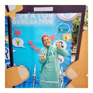 "Hari ini @molzania mengikuti acara @siberkreasi bersama @kitogalocom tentang ""Creator Generation goes to Palembang"" di @rocacoffee.id ❤️❤️..Lewat acara ini @molzania dapat banyak tips cara membuat konten yg baik dan benar. Senang bgt deh rasanya ketemu dan silaturahmi dgn para youtuber, influencer, selebgram dan blogger kota Palembang. 😆😆..Ada talkshow bareng mbak Desya @dsyrhy dari BGP, kak Andri mimin @palembangup.co dan Justin @justinsabrinsky youtuber. Dari mereka aku tahu kalo jadi konten kreator tidak hanya mengutamakan teknik editing yg bagus, tetapi juga konten yg berkualitas dan bertanggungjawab. 🥰🥰..Berbagi pengalaman dengan konten kreator terkenal membuatku tahu bahwa banyak kisah yg ada di belakang layar. Baik suka maupun duka...Foto by @donasaurus101 😊😊..#millenialcreatorgeneration #creatorgenerationpalembang #kitogaloxsiberkreasi#clozetteid"