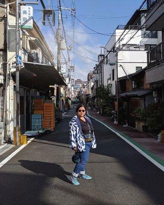 Setelah diperhatikan, kenapa semacam ku hanya bawa jaket super kece super guna @reeindonesia ini ya? Pake dari #Osaka sampe #Kyoto, fotonya yg kece pasti pake jaket ini. Padahal bawa 2 jaket lainnya... Tapi ya... Daripada basah kuyup ya, kike no lyke riweh bawa-bawa payung yekan. Mending juga kece pake jaket yang cukup menghadang hujan sisa-sisa Typhoon di Jepang kemarin. Cyucok deh makk!  Ini dalam edisi sudah bermatahari, namun masih ada 30% atau 40% chance raining. Jadi masih muncul lagilah ini jaket andalan.  #DinsDayOff #WheninJapan #DinsFlair with #ThisisMyREEStyle #CurvyGirl #iGotCurve #TeamPixel #LibraSeasonTrip #ipreview #ClozetteID #aColorStory