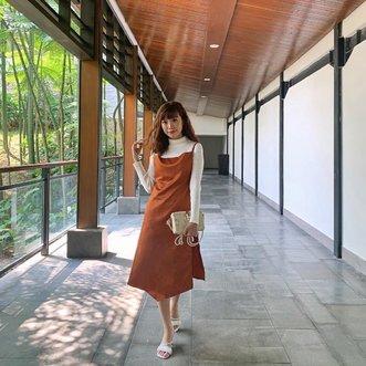おはよう🎌 This hallway makes me feel like I'm somewhere in Japan, so serene 😄 . . . - 📸 @priscaangelina . . . #style #steviewears #collabwithstevie #atsandme #beauty #clozetteid #ootd #whatiwore #exploretocreate #sonyforher #lifeofadventure #chasinglight #fashionista #wanderlust #artofvisuals