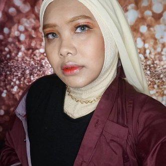Detail makeup video sebelah, jadi tantangan sendiri makeup ala KPop tapi pakai hijab nih. Salut deh sama yang hobi cosplay tapi pakai hijab, kreatifitas kalian luar biasa 👍#coniettadaily #clozetteID #TaeyeonMakeup #Spark #koreamakeupstyle