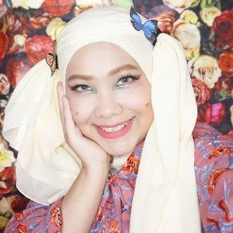 Kupu-kupunya modal ngeprint dikertas euyy 😂😂😂 Sekarang jadi sering ngintip cosplay hijaber nyari tutorial hijab 😝 . . . @miyayeah @official_sunmi #SunmiLalalay #SunmiMakeup #Lalalay #KpopMakeup #kpopinspiredmakeup #clozetteID