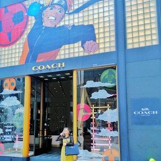 Akhirnya kesampean foto di store @coach Pavilion KL yg ada #naruto #kakashisensei 😍🥰 keren bgt store nya, walopun tote bag #coachxmbj sold out, tp masih ada pouch nya ywd deh beli yg ada aja haha ❤️..#radenayublog #coach #weaboo #clozetteid #kualalumpur #malaysia #anime #kakashi